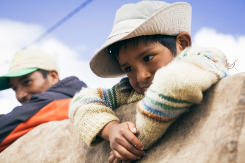 At the top of a potato truck, we met Alfonso and his family. They were traveling on this truck for 12 hours, in order to see a doctor in the nearest large town of the region | On the road to Cuzco | 19th of may, 2014