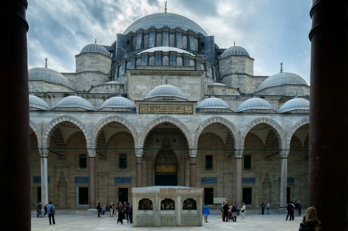 mosques of istanbul turkey photo essay edge of humanity magazine suleymaniye camii the courtyard at the mosque of suleyman the magnificent