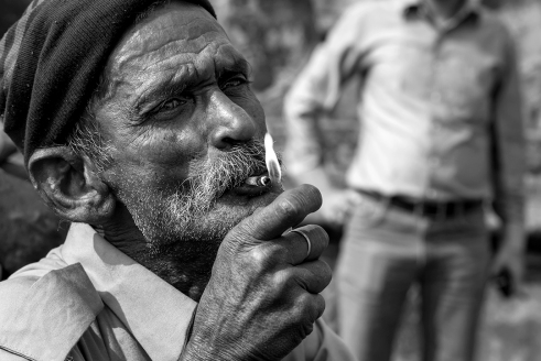Man lighting a smoke @ Jaipur