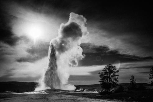 Old-Faithful-Yellowstone-National-Park-Wyoming-USA-2014-©-Laurent-Baheux