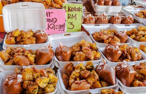 Cucur udang prawn fritters. Ramadan bazaar at Semenyih Sentral, Selangor, Malaysia