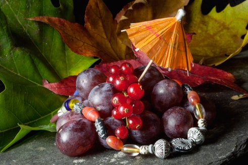 Garnish with a twist beads, fruit and leaves
