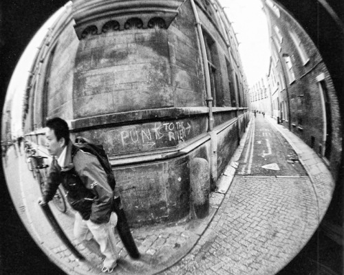 b amp w street photography essay – united kingdom   edge of humanity    punts cambridge  england