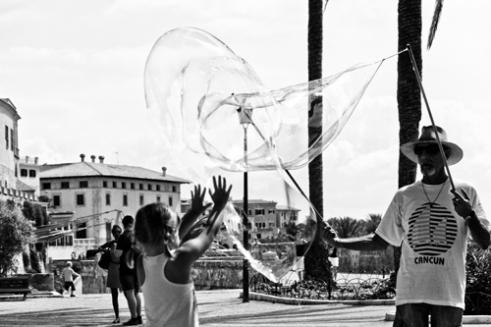 Bubbles in the wind Plama de Mallorca, Spain