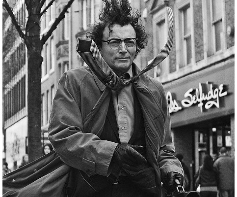 b amp w street photography essay – united kingdom   edge of humanity    street entertainer manchester  uk