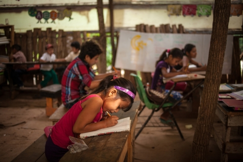 Anayeli (7) is taking notes during a language class in the small school, the community Linda Vista has built and which is visited by up to 24 children aged from 6 to 15, which receive classes together. For almost 2 years, the Consejo Nacional de Fomento Educativo (National Council for Education Development, CONAFE), an institution under Mexico's Federal Government, has been providing 3 teachers to teach the children of the settlement. Nevertheless, only a small number of the estimated more than 200 children that live around the rubbish dump visit the school, many of them working from an early age on to help sustain their families. Activists criticise the role of Chiapas' state government which has failed to establish a regular municipal school in Linda Vista.