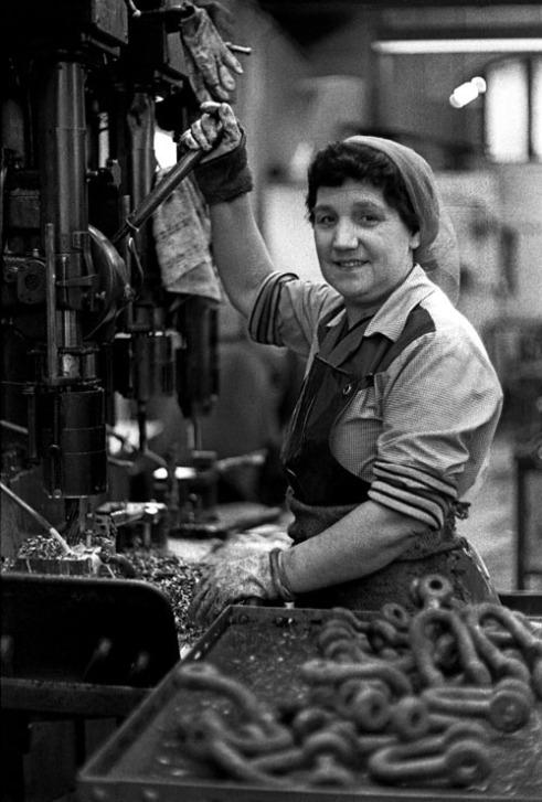 Shackle-Maker at Eliza Tinsley (Cradley Heath, The Black Country West Midlands UK)
