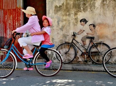 Enjoy the joyride: street – art live. Georgetown. Malaysia.