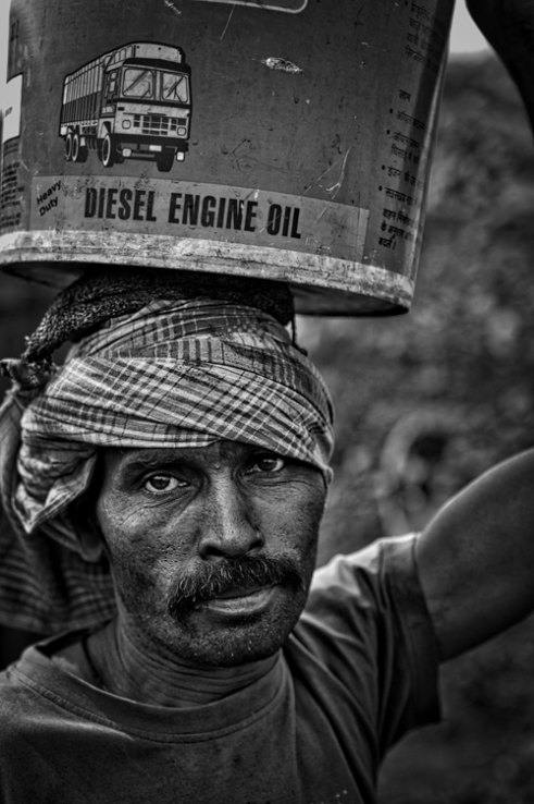 Portrait of inhabitant of Bokahapadi while he come back at home from the mine.