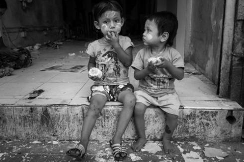 Looking Yangon, Burma