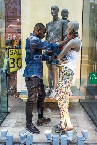 Window-Dresser Fifth Avenue, New York