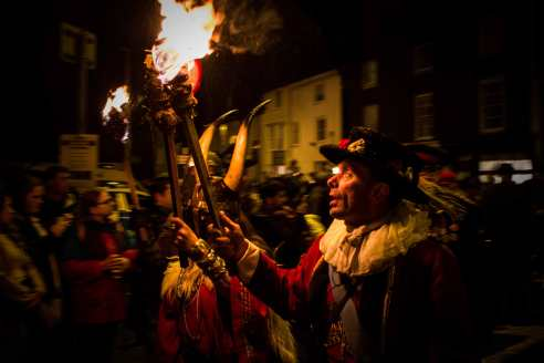 Each bonfire society has procession marshals to keep the spacing between the participants even and to maintain order in the marches.