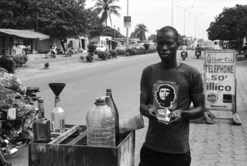The Molotov cocktail<br /> For a handful of CFA francs, this seller fills the tank of the moped. The money he carries in his hands is nothing compared to the fortune of the Eyadema clan in power for more than 40 years. Some opponents estimate it represents 4,5 billion US dollars, corresponding to 3 times the external debt of Togo, accumulated during the dictatorship. The amount is beyond any human measure. Does this seller think about another use for his fuel?