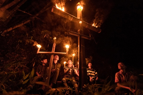 BAWEN-INDONESIA, April 11, 2015. Christians children held a torch cross procession on Glodogan Village, Bawen sub-district, Central Java-Indonesia. The torches cross was paraded in front of the church of Santa Maria Asumpta to a place of prayer and meditation Kendalisodo Hills. Torch Procession of the Cross is one of celebration at once gratitude Christians in the district Glodogan to unify the local culture with religion a week after Easter.
