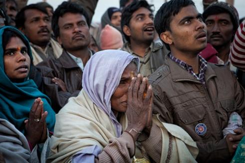 Woman praying during the ceremony of the Sadhu (Mauni Amavasya Snan)