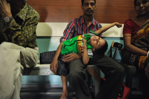 Despite losing his one leg, Munna, a 4 and half year old boy, is so spirited, that anybody can take a lesson from him.