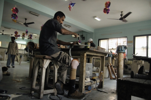 People from different backgrounds have turned to the Mahavir Seva Sadan when they have lost one foot by any kind of accident or mishap, much like Sankar Prasad Barman. People are there who, for the last few decades, are doing their share of job in making artificial limbs. This is quite satisfactory for them to serve people who are facing the same challenges.