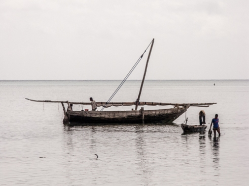 Fishermen carry supplies to their boats.