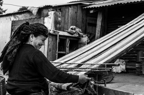 "4. Weaving, as other ""daily arts"", follows long-standing standards. (Bhachchek)"
