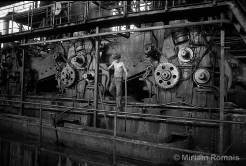 Young Boy Surveying Gears, Usina Sta. Rita, 1992