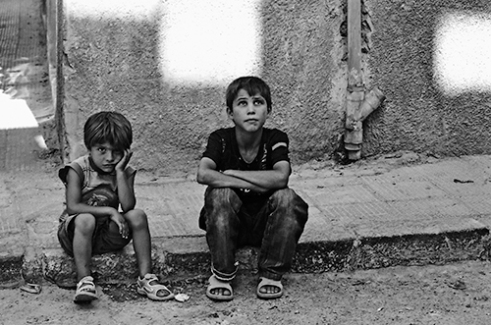 Children trying to absorb the city in a Damascus' commercial neighborhoods, 2010-02-05