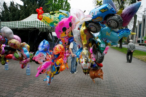 A street vendor sells balloons in Oswiecim during a Polish laborer's holiday festival.