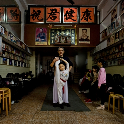Bingjie Huang, a Cantonese opera actor. He began to learn Cantonese opera when he was young. Bingjie hopes that his grandson could inherit his cause.
