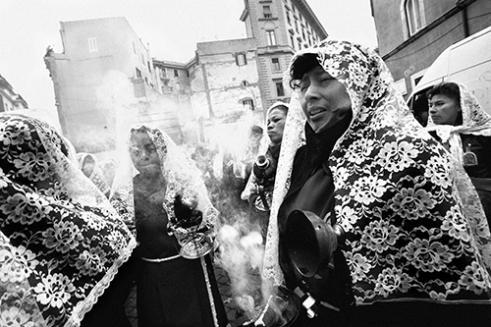 Peruvian community during the procession de Nuestra Señora de los Milagros