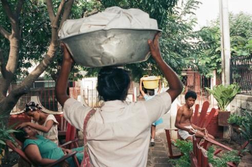 Bread is sold door to door in the Managua neighborhoods.