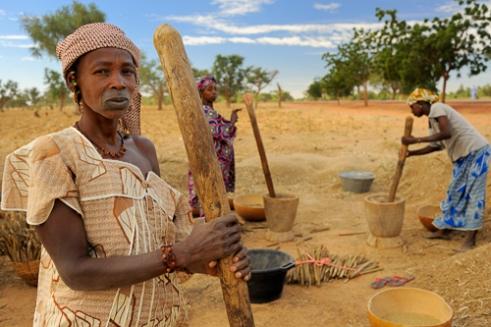 Fulani women pounding millet. Road between Mopti & Timbuktu