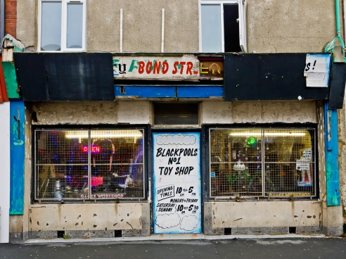 'Blackpool's n.1 Toy Shop' hhmmm! though I was tempted to go in 'cause it had some really cool Daleks in the window.