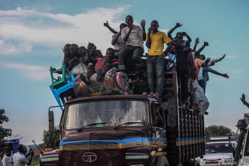 Ugandan citizens are evacuated by convoy from South Sudan after fighting broke out on July 2016.