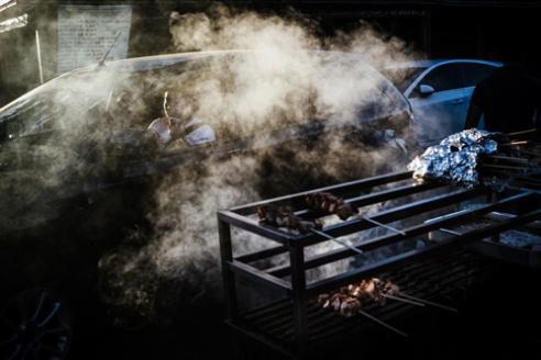 primo-no-carro-fumaca-espetinho-feira-dos-importados-14-04-2016_1000